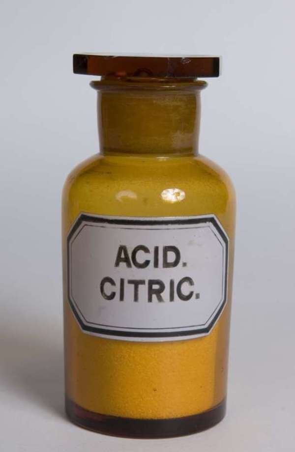 Citric_acid_glass_bottle
