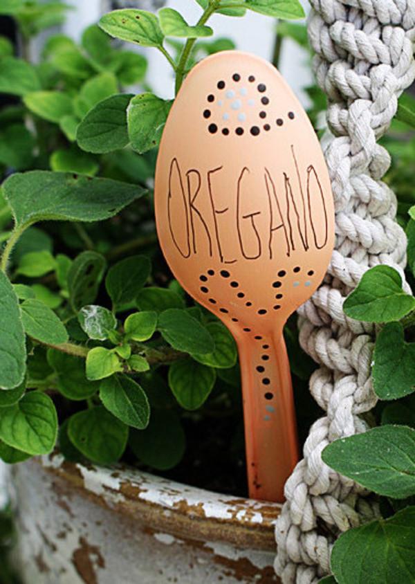 Plastic-Spoon-Garden-Markers-2-e1459207694389