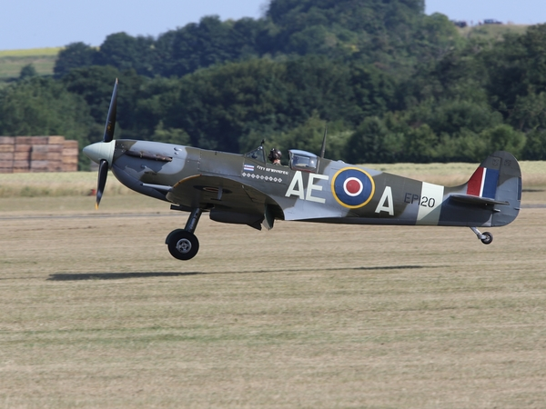 11585264-supermarine-spitfire-lf-vb-ep120-ae-a-g-lfvb-city-of-winnipeg-landing-at-a-uk-airshow