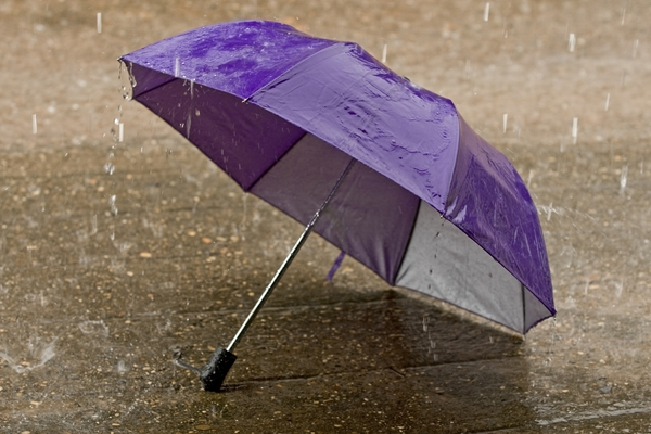 441494-umbrella-at-intense-rainy-weather