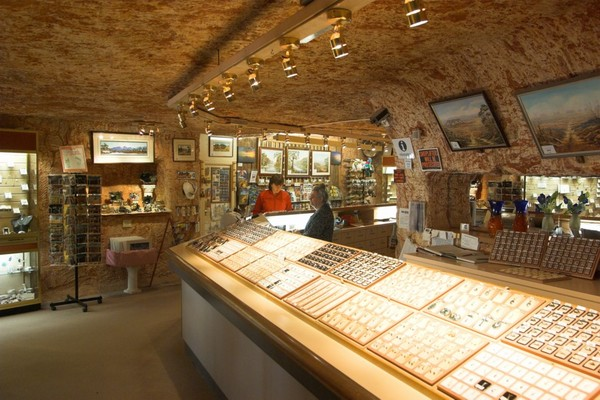 Coober_Pedy_-_Inside_jewelry_shop