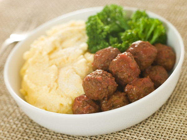 2077262-tomato-meatballs-with-parmesan-polenta-and-broccoli
