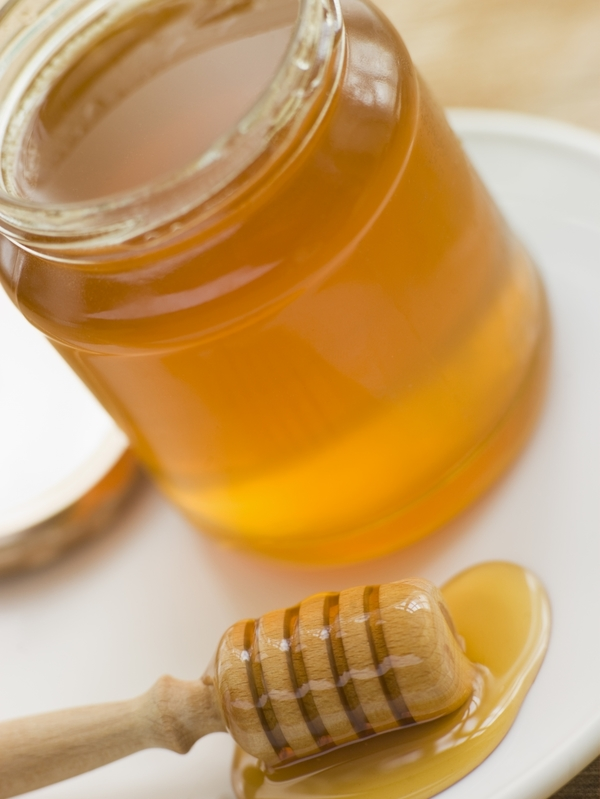 2170257-jar-of-honey-and-spoon