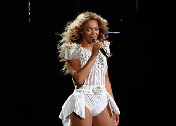 512px-Beyonce_-_Montreal_2013_(3)