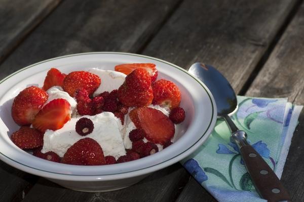 11933053-jordgubbar-och-glass