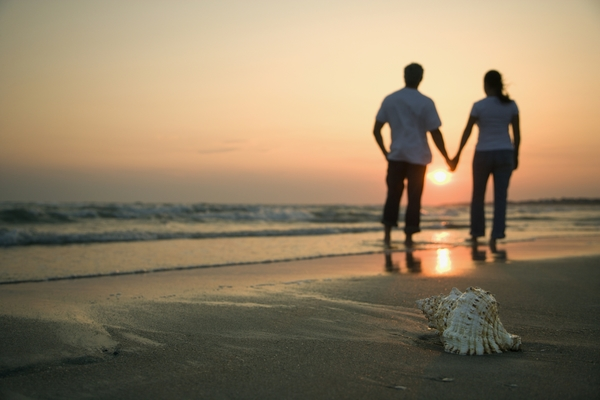 211464-couple-holding-hands
