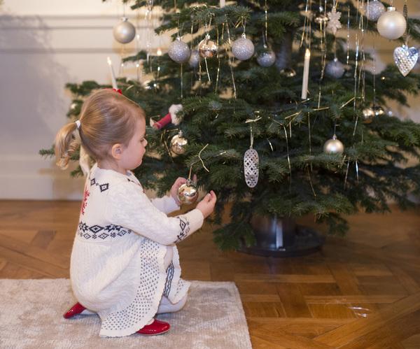 H.K.H. Prinsessan Estelle, på Haga slott julen 2014. Pressbilder 141219 i samband med julhälsningsfilmen.
