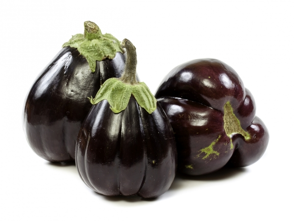 2896992-eggplant-on-a-white-background