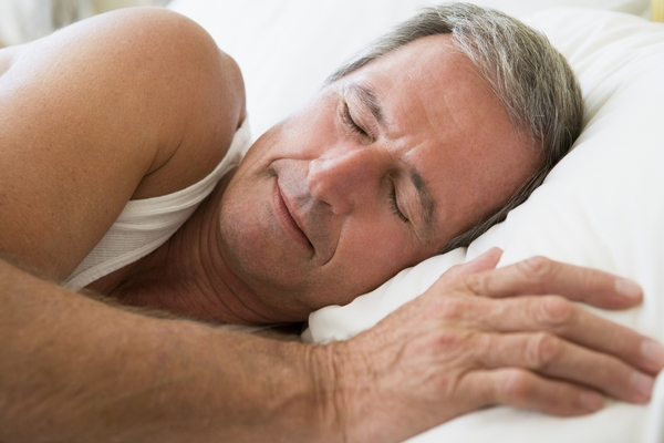 2128836-man-lying-in-bed-sleeping (1)