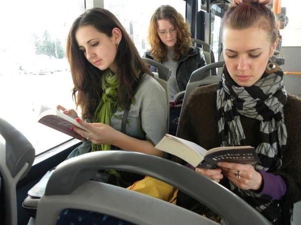 bus-reading__880