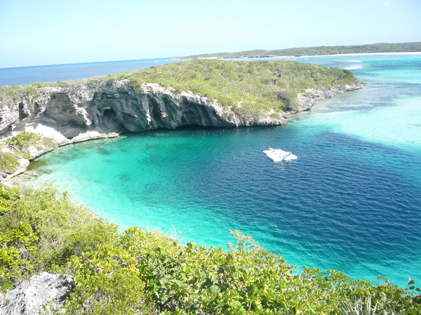 Dean_Blue_Hole_Long_Island_Bahamas_20110210