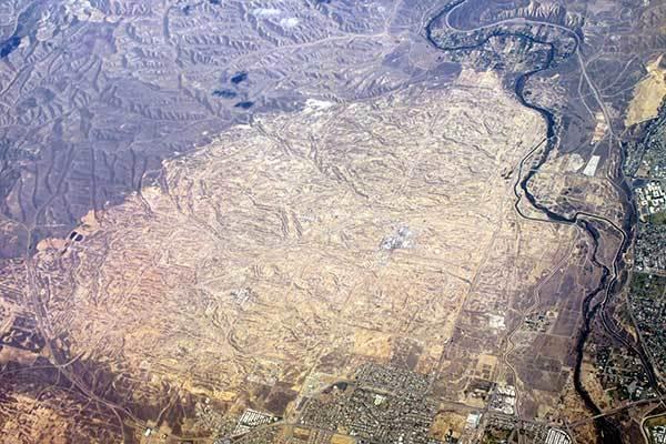 11Kern_River_Oil_Field_aerial