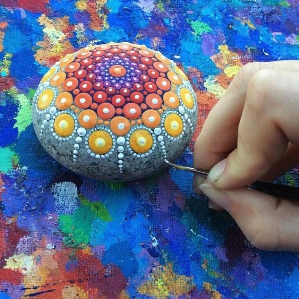 stone-art-mandala-elspeth-mclean-canada-7-605x605