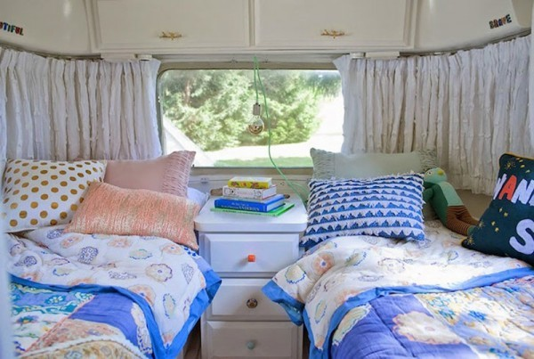 Airstream-bedroom-with-two-twin-beds-600x403