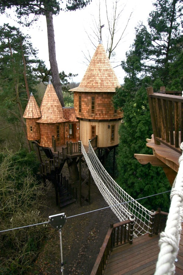 Living-The-Highlife-Childrens-Tree-House-3-1-600x900