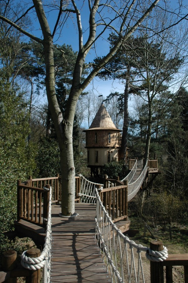Living-the-Highlife-Childrens-Tree-House-2-600x902