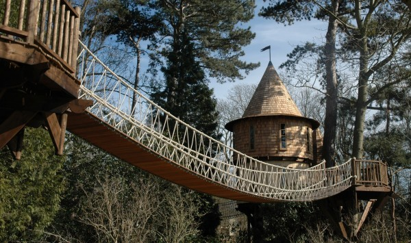 Living-the-Highlife-Childrens-Tree-House-10-1-600x355