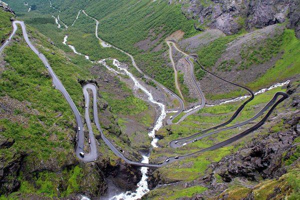 1024px-2012-07_Trollstigen