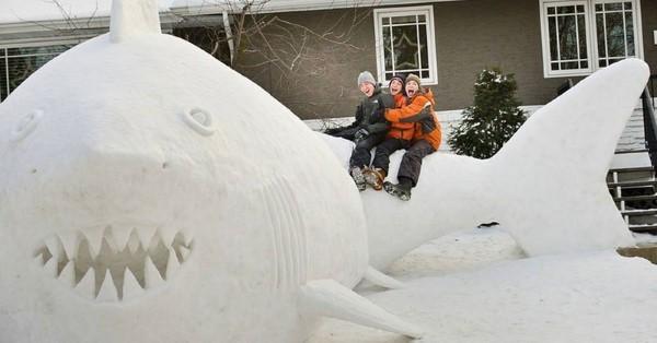 schneeskulpturen-vorgarten4