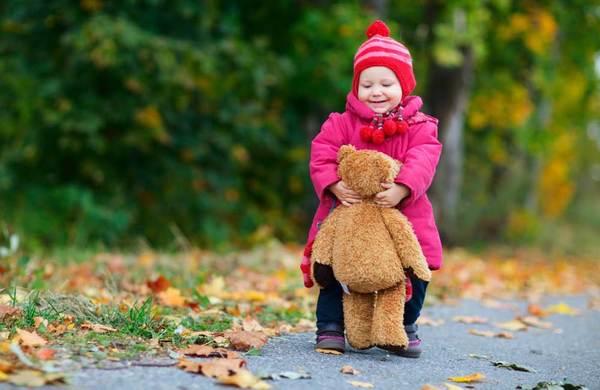 1705296-toddler-girl-outdoors