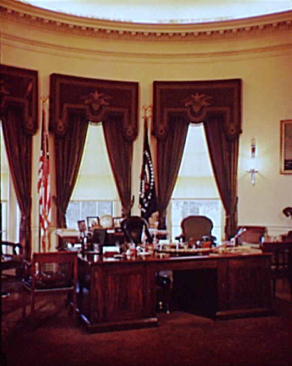 Donald trumps renovering av ovala rummet kan du se f r ndringarna for Bureau ovale
